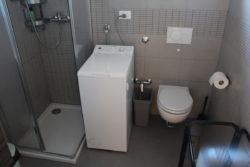 Doccia lavatrice e wc a Villa Madi